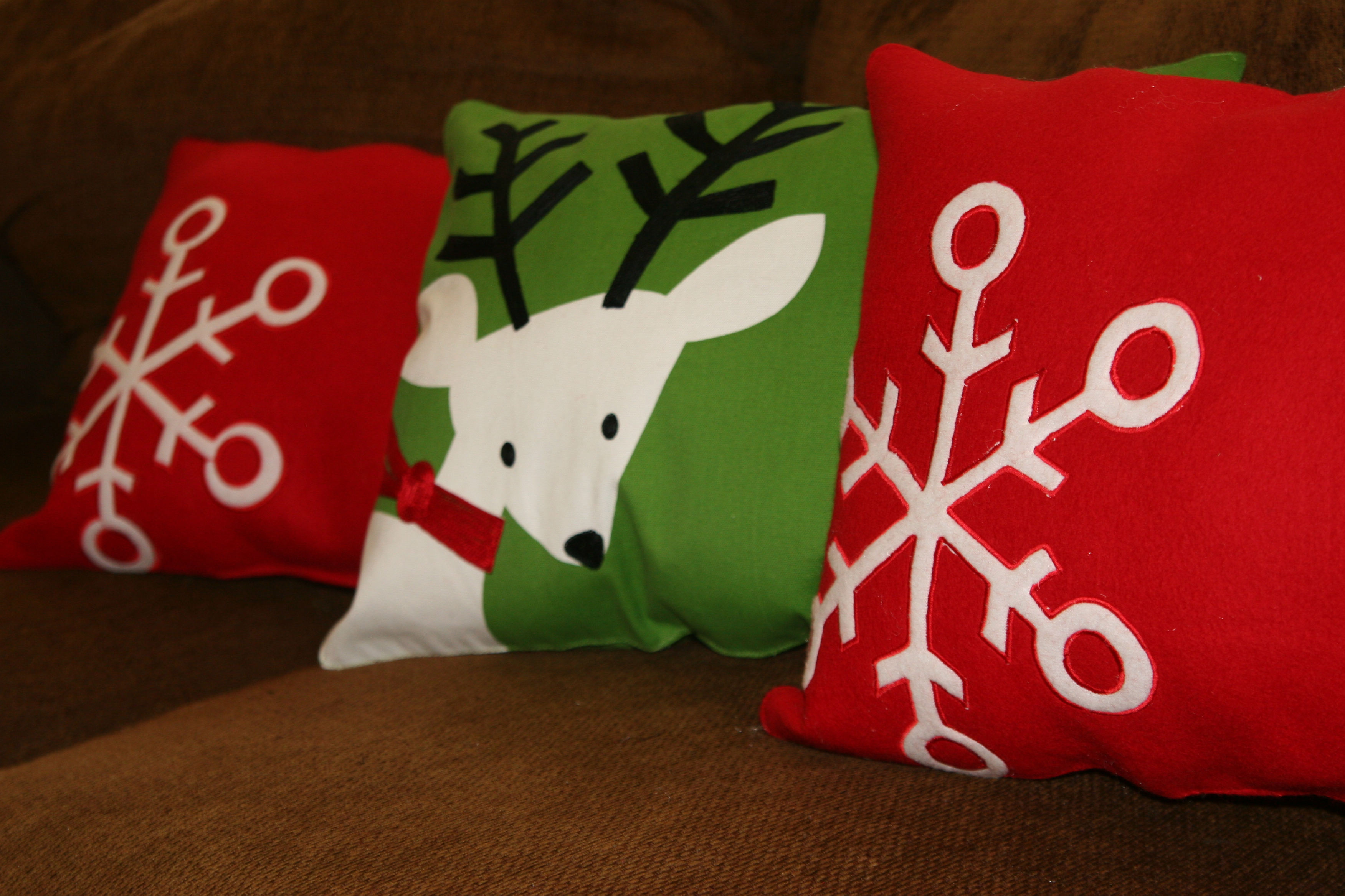 linked - Cheap Christmas Pillows